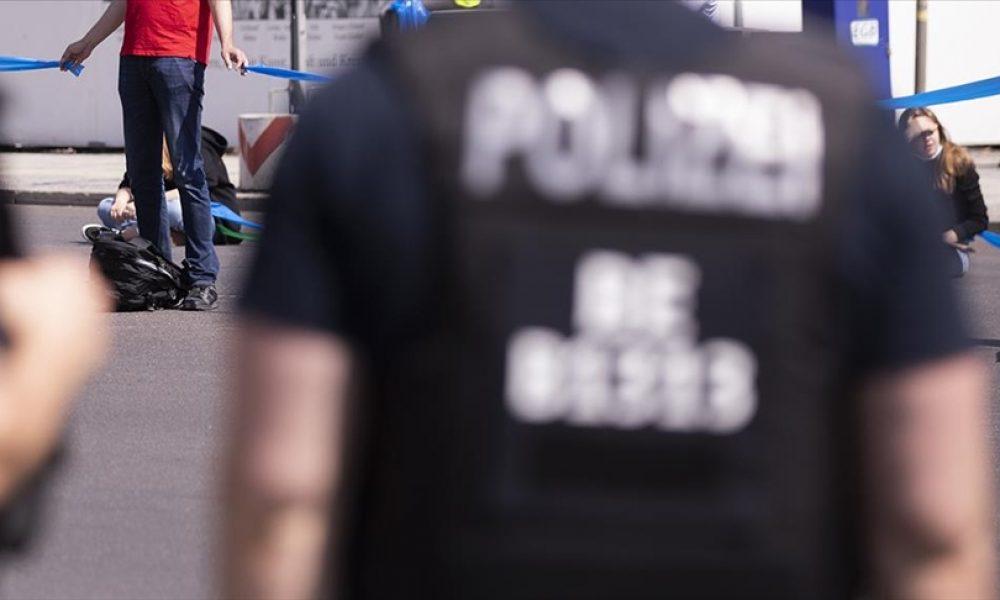 """CDU merkezine boyalı saldırı: Çevrecilerden """"iklim"""" öfkesi"""