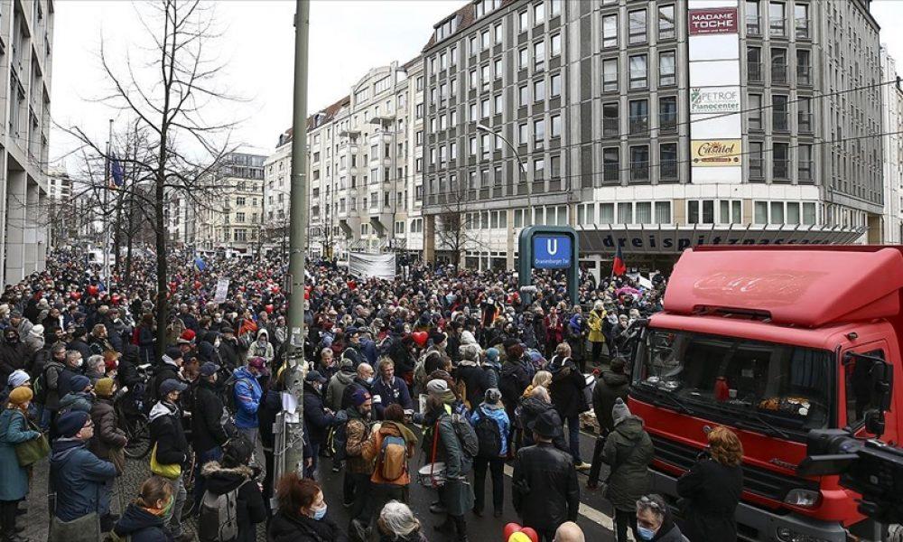 """""""Querdenken"""" gösterileri yasaklandı: Sokaklar karışabilir"""