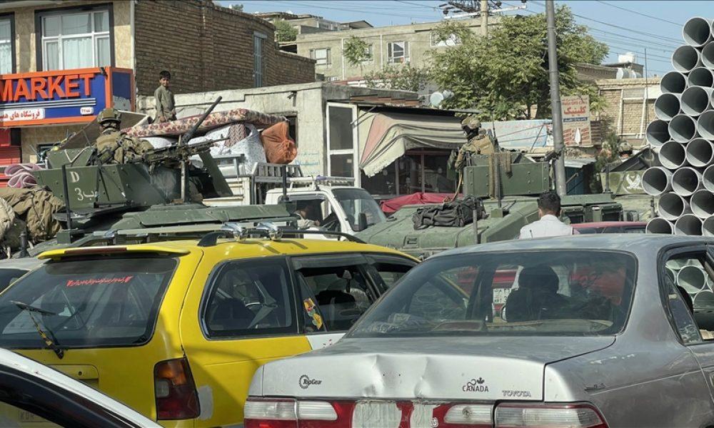 Almanya vatandaşlarını tahliye etmeye başlıyor: Yardımcı bin Afgan da geliyor