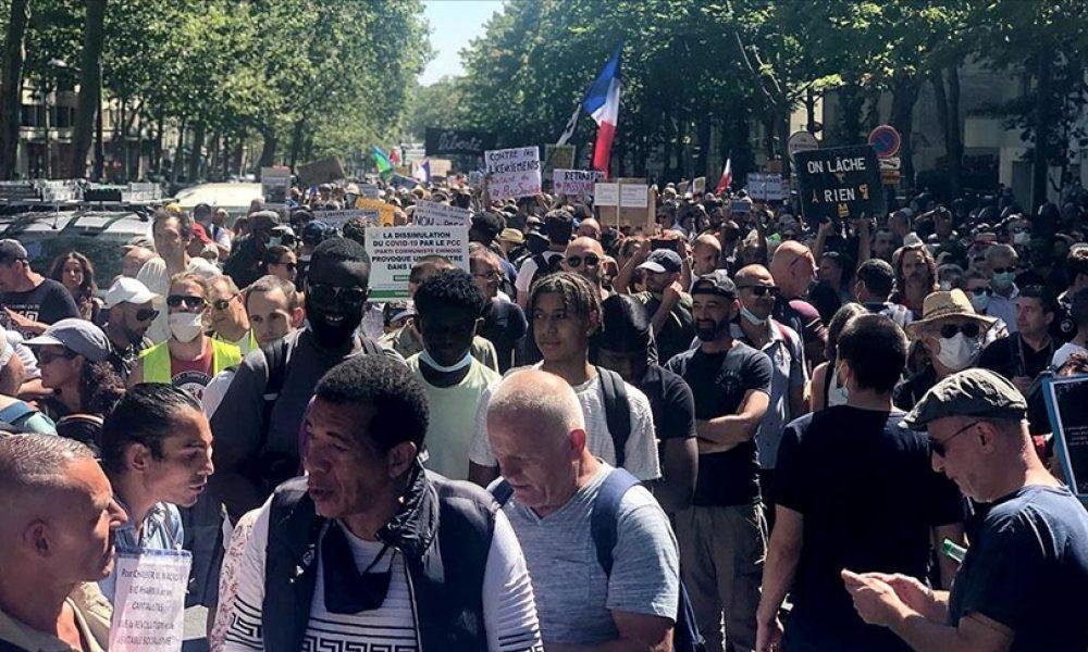 Fransa'da korona muharebeleri sürüyor: Eylemcilere polis müdahalesi