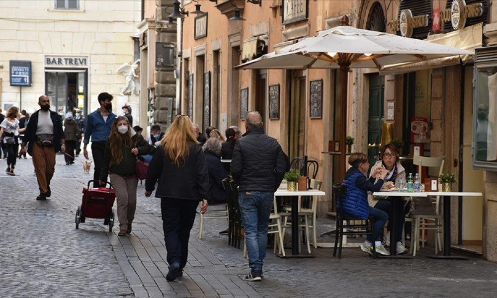 İtalya'da 39 milyon kişi tam aşılandı