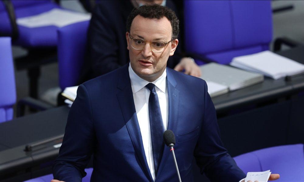 Sağlık Bakanı Spahn: Almanya'da üçüncü dalga kırıldı