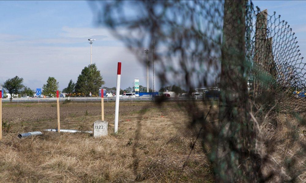 Düzensiz göçle mücadele: Avusturya sınırdaki asker sayısını artıracak