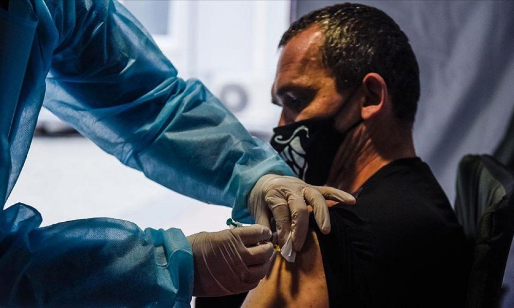 Fransa'da yaşlılar ve risk grubundakiler için üçüncü doz Covid-19 aşısı önerildi