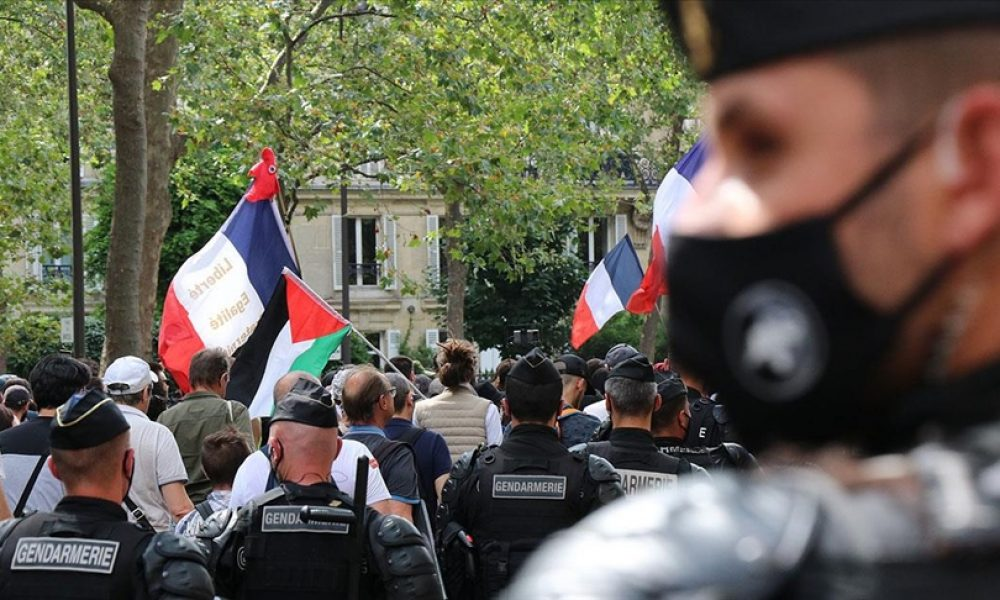 """""""Sağlık diktatörlüğü"""" mü? Fransa'da tartışmalı Covid-19'la mücadele yasa tasarısına parlamentodan onay geldi"""