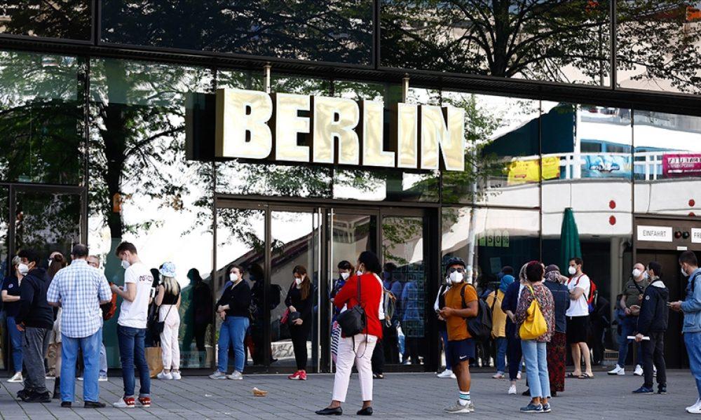 Almanya, Covid-19 ile mücadelede yeni kurallar getiriyor