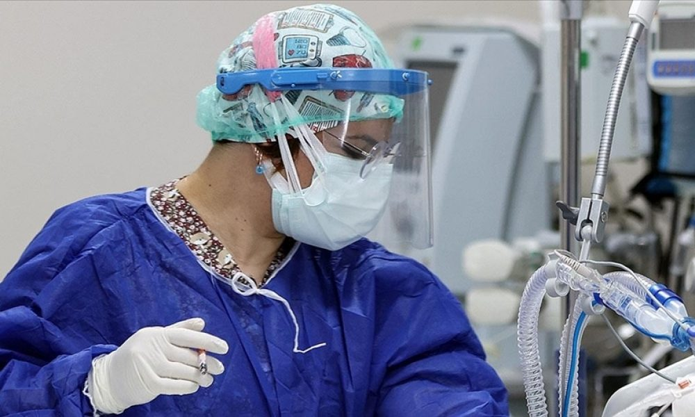 [siyaset] Yunanistan'da sağlık çalışanlarına aşı zorunluluğu