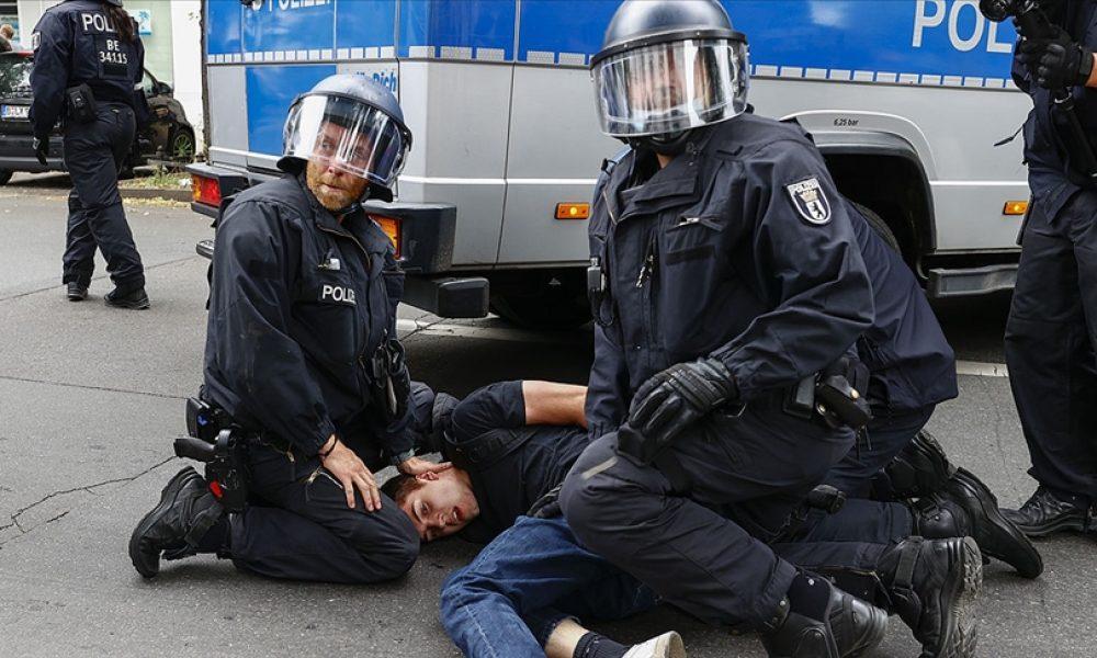 Almanya'da korona eylemleri: Polis göstericilere müdahale etti