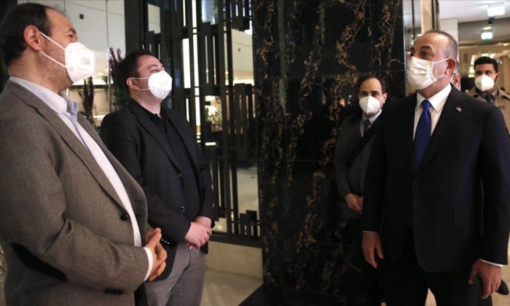 Dışişleri Bakanı Çavuşoğlu yaralanan AA muhabirleriyle görüştü
