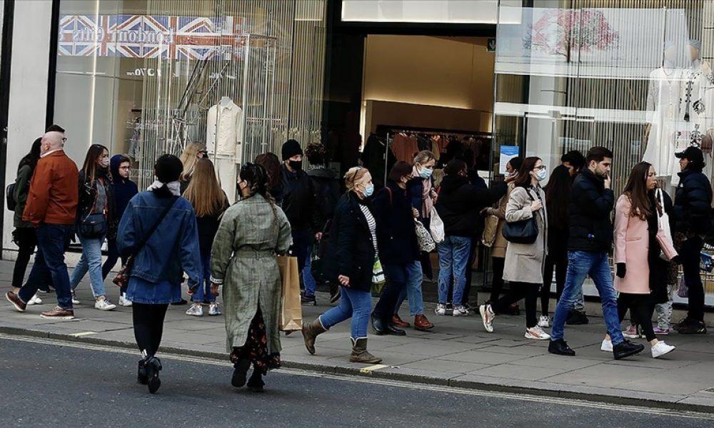İngiltere'de sınırlamaların kaldırılması kararı ertelenebilir