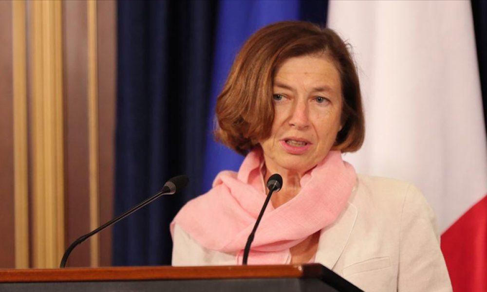 """Fransa karışıyor: Savunma Bakanı """"denizaltı krizi"""" nedeniyle yuhalandı"""