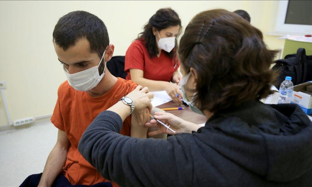 Altı ay ara verme şartıyla: Avrupa'da üçüncü doz aşıya onay çıktı