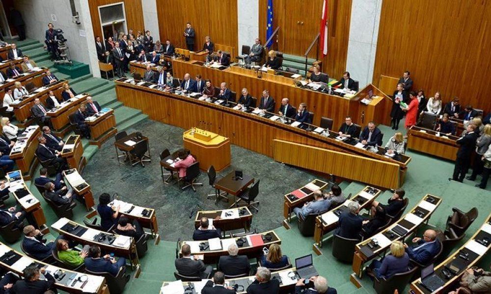 Müslümanlar tedirgin: Avusturya'da terörle mücadele yasa tasarısı meclisten geçti