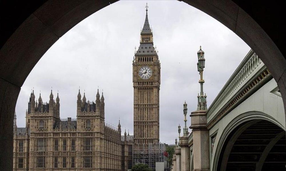 """İngiliz hükümeti 5,8 milyon kişinin """"Covid desteğini"""" kesecek"""