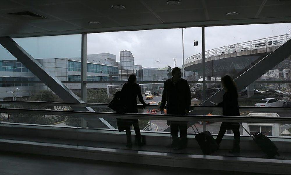 Fransa, İngiltere'den gelen yolculara karantina zorunluluğu getiriyor